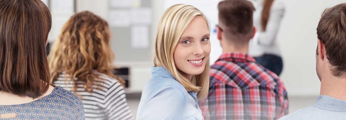 Teilnehmerin schaut während des Workshops
