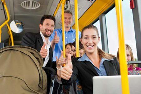 Busfahrer zeigen Daumen hoch