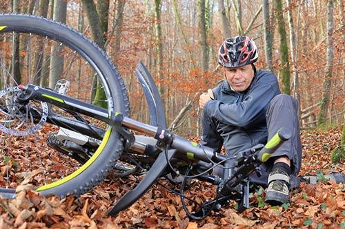 Mann hat sich bei einem Fahrrad Unfall verletzt