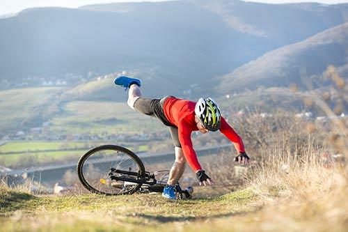 Radfahrer stürzt